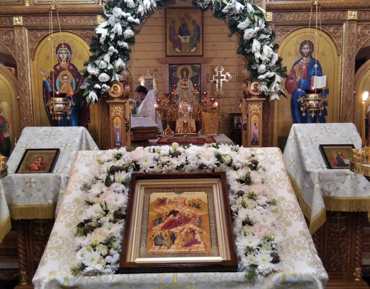 В ночь на 7 января под сводами храма благоверного князя Александра Невского прошла торжественная Рождественская литургия.
